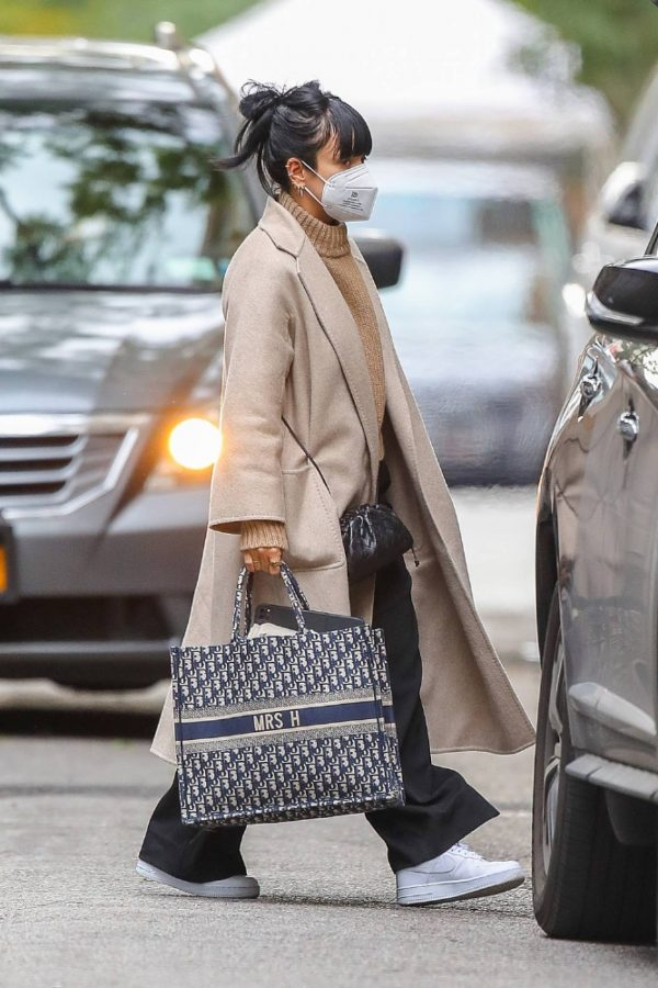 Lily Allen Carrying a Dior bag with 02