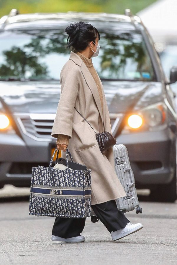 Lily Allen Carrying a Dior bag with 04