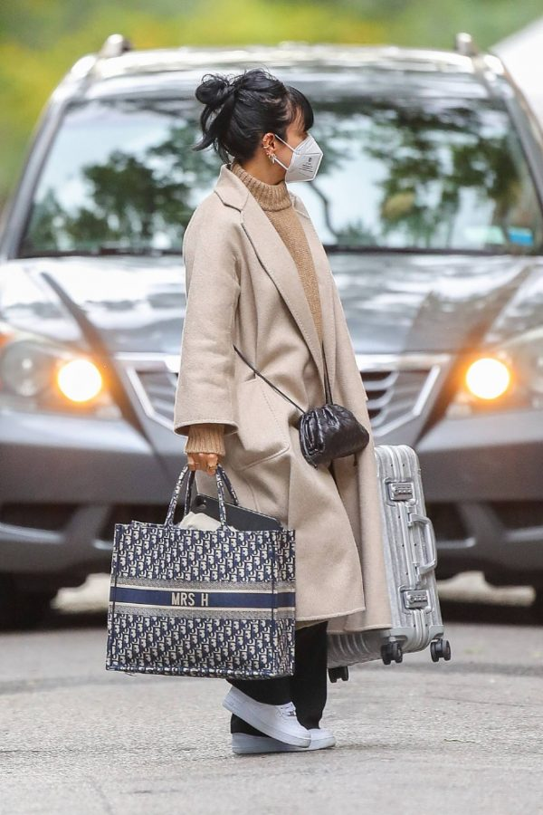 Lily Allen Carrying a Dior bag with 11