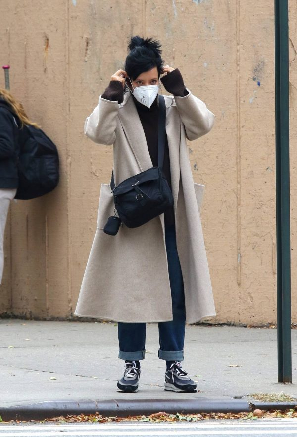 Lily Allen Out for a stroll in Manhattans Downtown area 03