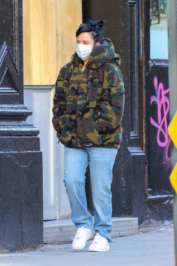 Lily Allen Stops by a local Manhattan bakery in New York 11