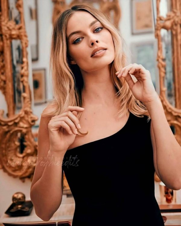 Margot Robbie Once Upon a Time in Hollywood 2020 14