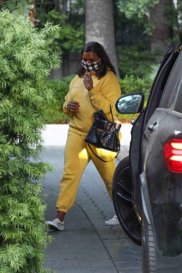 Mindy Kaling Leaving Sunset Tower Hotel in West Hollywood 09