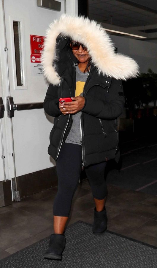 Mindy Kaling Seen at LAX Airport in Los Angeles 01
