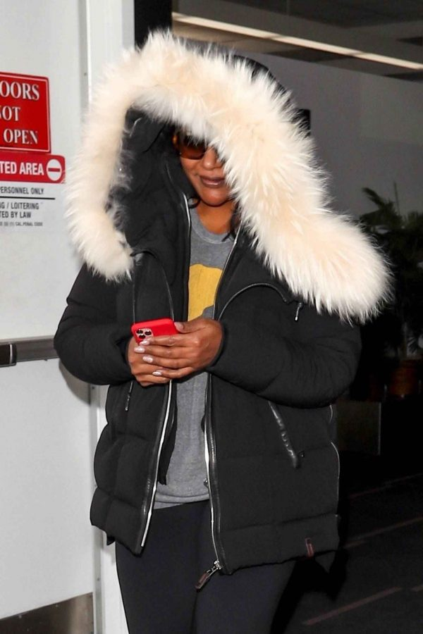 Mindy Kaling Seen at LAX Airport in Los Angeles 02