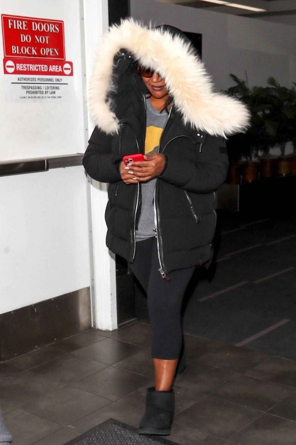 Mindy Kaling Seen at LAX Airport in Los Angeles 03
