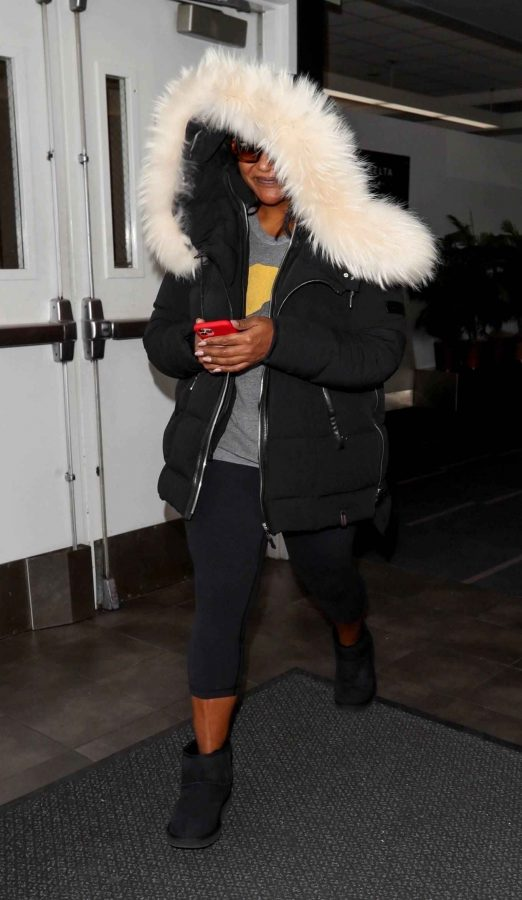 Mindy Kaling Seen at LAX Airport in Los Angeles 04