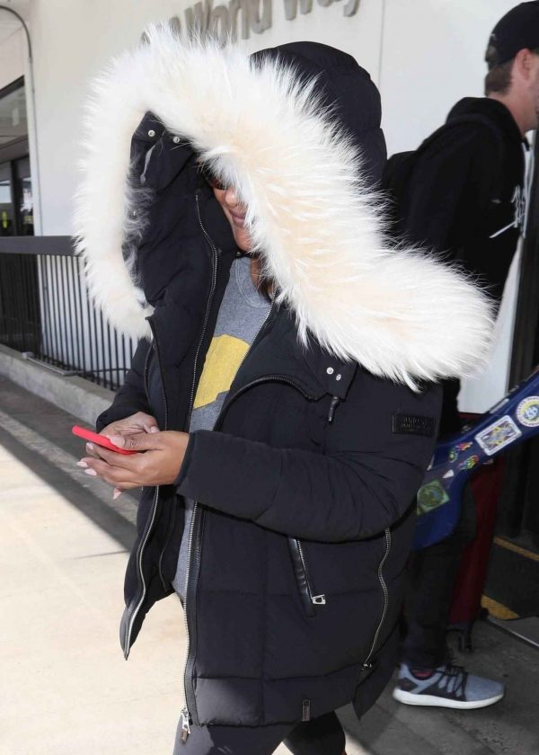 Mindy Kaling Seen at LAX Airport in Los Angeles 07