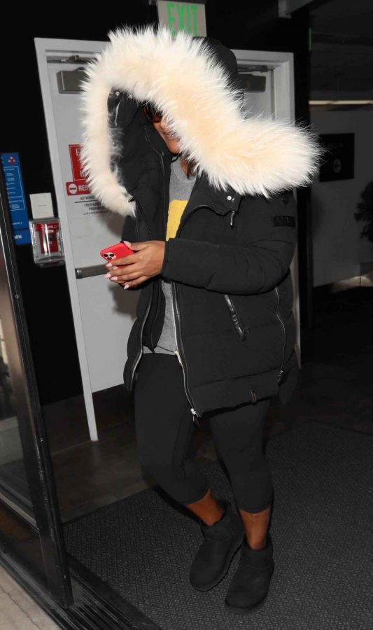 Mindy Kaling Seen at LAX Airport in Los Angeles 08