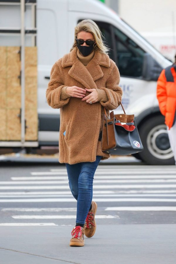 Nicky Hilton Casting her vote at the polls in New York 02