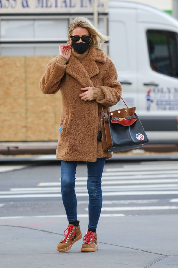 Nicky Hilton Casting her vote at the polls in New York 11