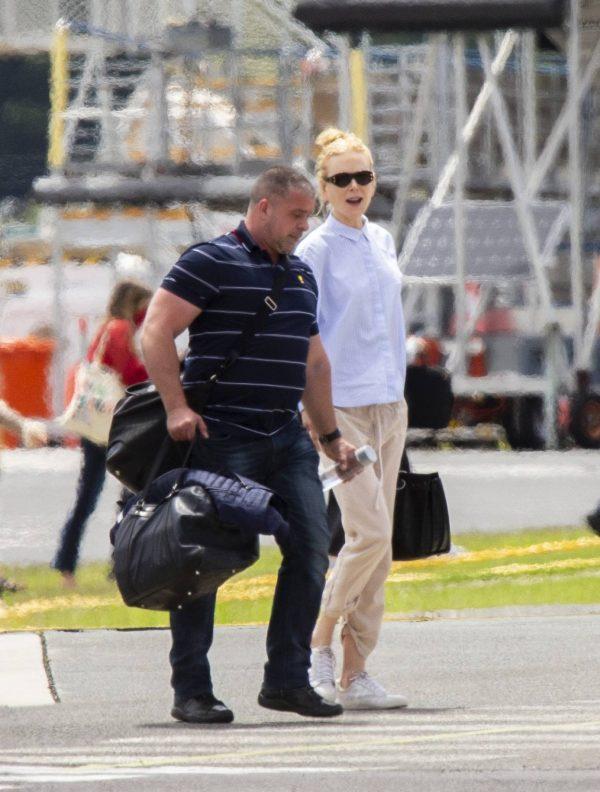 Nicole Kidman flying to Byron Bay 01