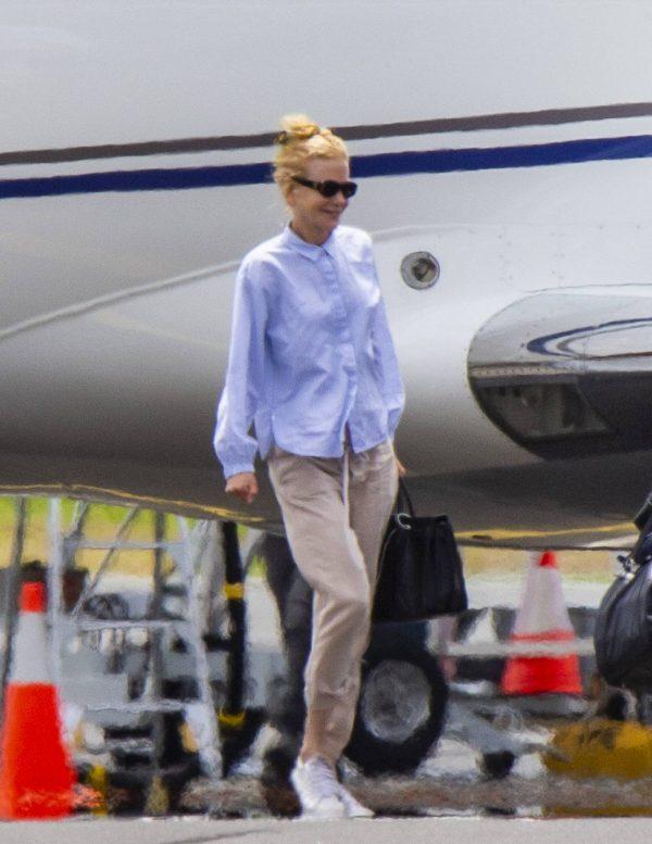 Nicole Kidman flying to Byron Bay 02