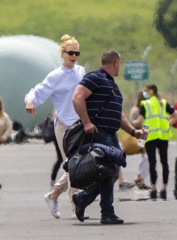 Nicole Kidman flying to Byron Bay 03