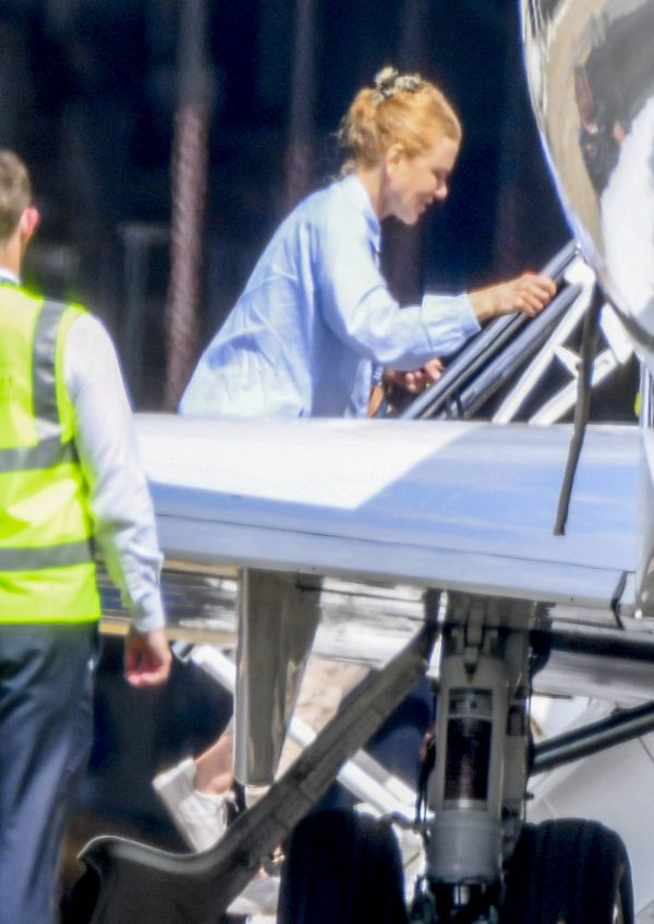 Nicole Kidman flying to Byron Bay 04