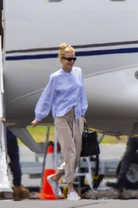 Nicole Kidman flying to Byron Bay 07