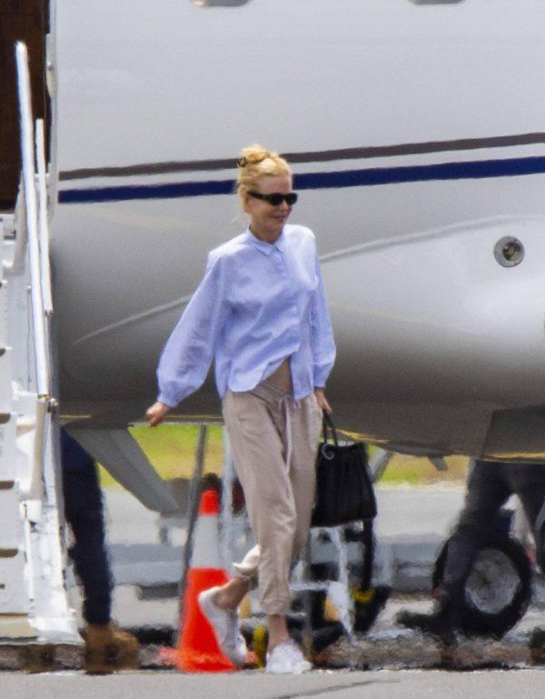 Nicole Kidman flying to Byron Bay 07
