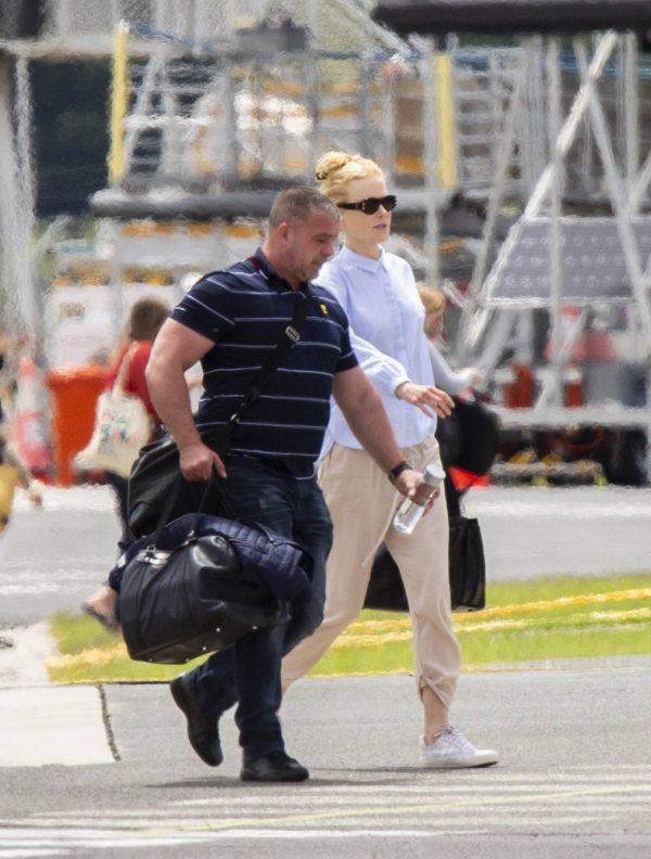 Nicole Kidman flying to Byron Bay 09