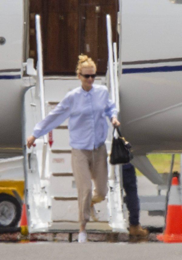 Nicole Kidman flying to Byron Bay 10