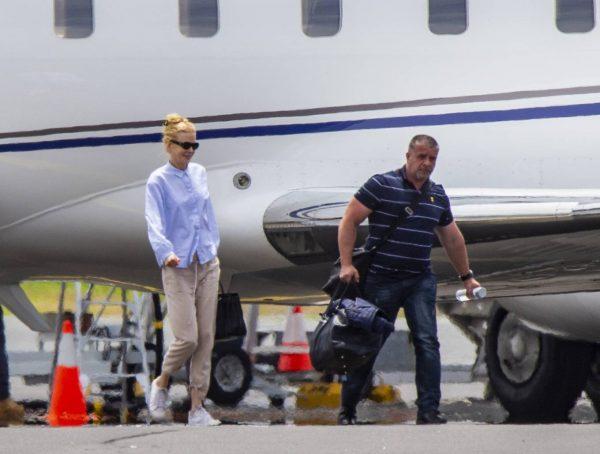 Nicole Kidman flying to Byron Bay 11