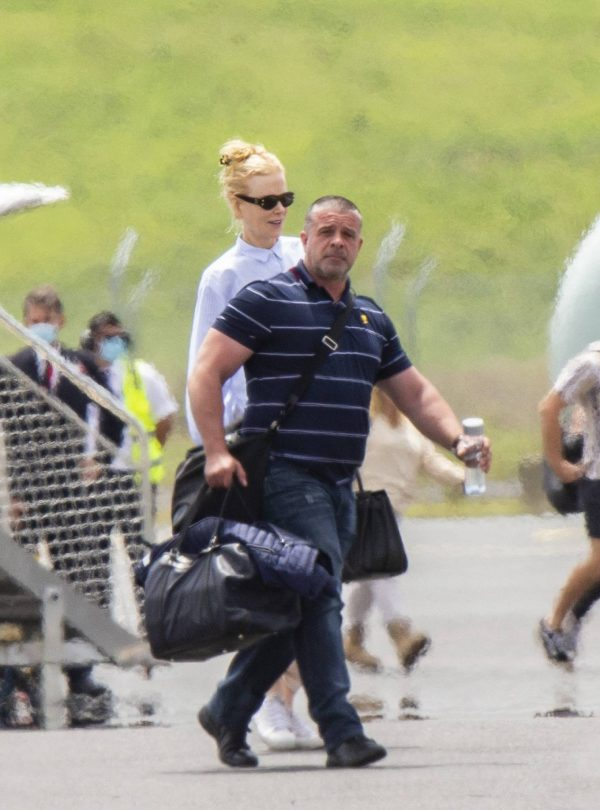 Nicole Kidman flying to Byron Bay 13