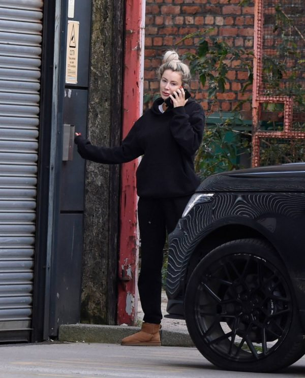 Olivia Attwood Is locked out as is seen struggling to get back Manchester 10