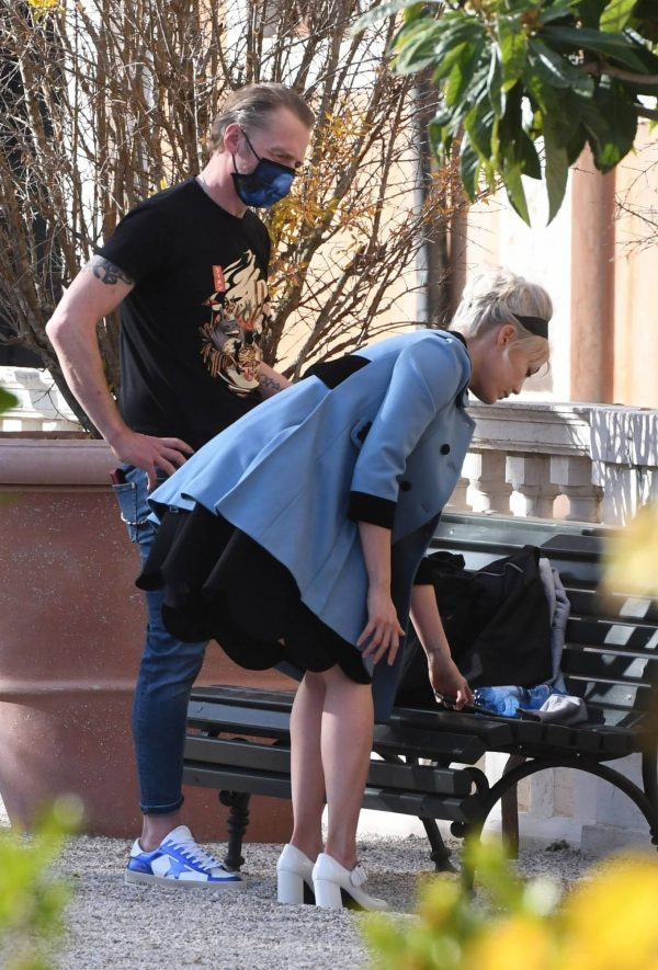 Pom Klementieff Making videos with Simon Pegg in Venice 01 1