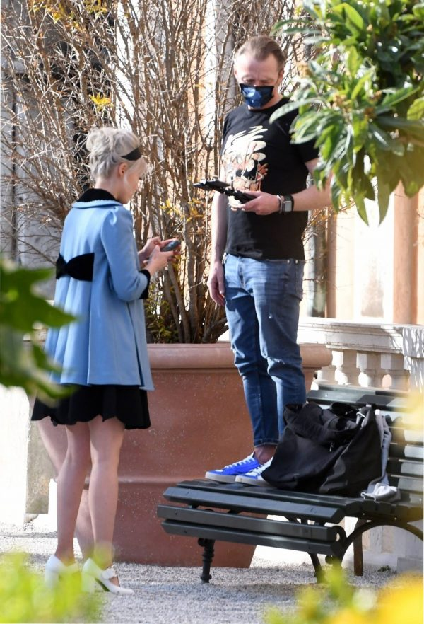 Pom Klementieff Making videos with Simon Pegg in Venice 05 1
