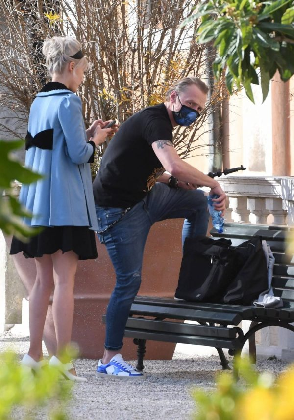 Pom Klementieff Making videos with Simon Pegg in Venice 06 1