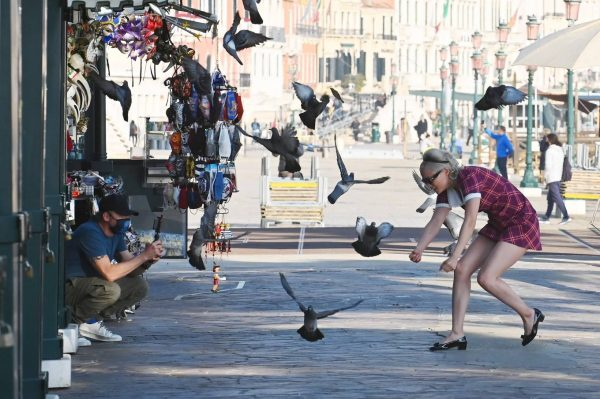 Pom Klementieff with Simon Pegg seen making videos with her mobile phone in Venice 05