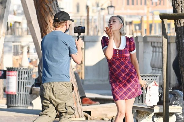 Pom Klementieff with Simon Pegg seen making videos with her mobile phone in Venice 29