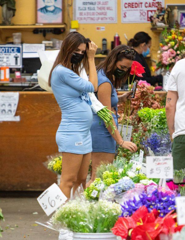 Pregnant Emily Ratajkowski Seen at a flower market in Los Angeles 01