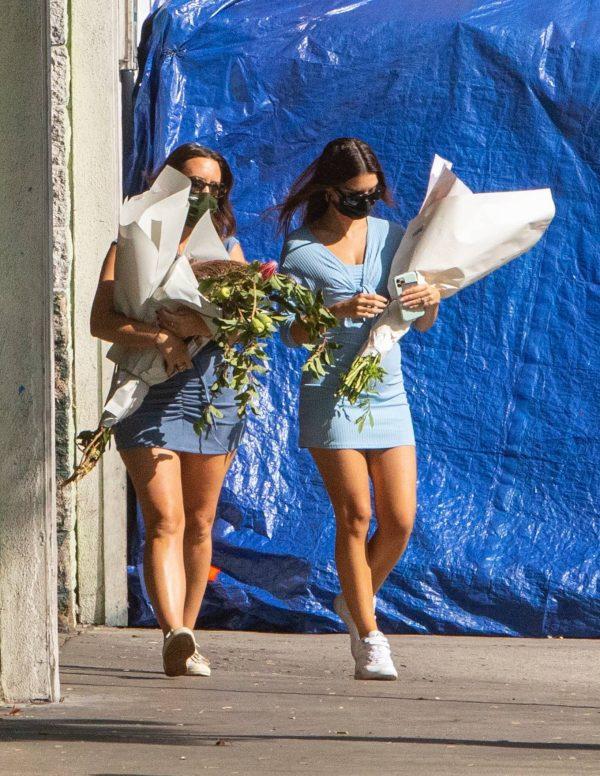 Pregnant Emily Ratajkowski Seen at a flower market in Los Angeles 03