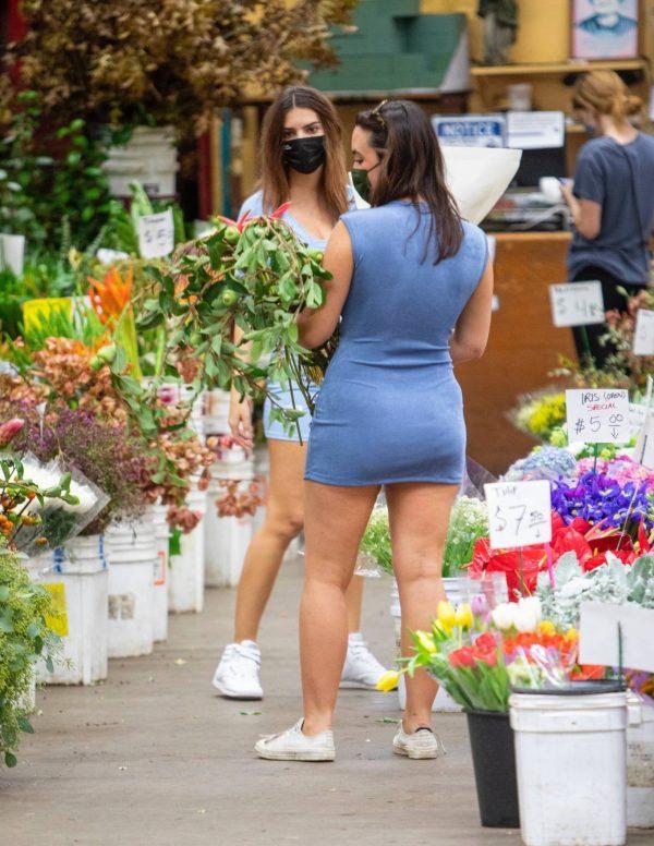 Pregnant Emily Ratajkowski Seen at a flower market in Los Angeles 05