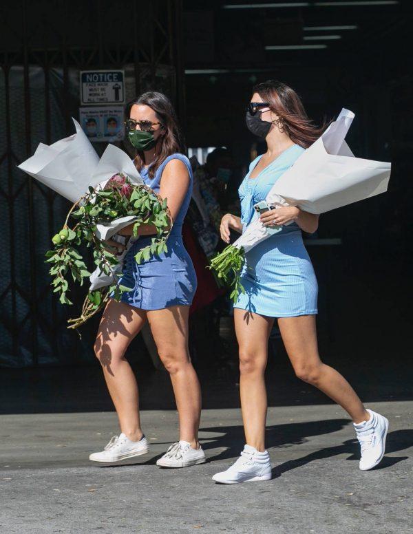 Pregnant Emily Ratajkowski Seen at a flower market in Los Angeles 06