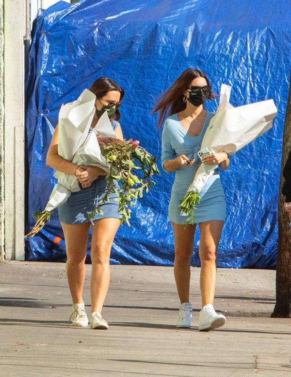 Pregnant Emily Ratajkowski Seen at a flower market in Los Angeles 09