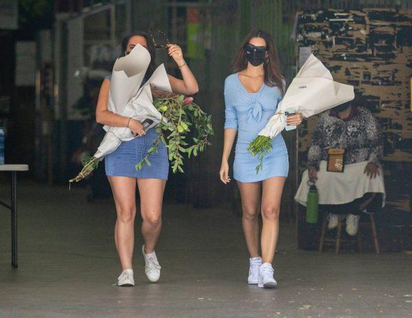 Pregnant Emily Ratajkowski Seen at a flower market in Los Angeles 17