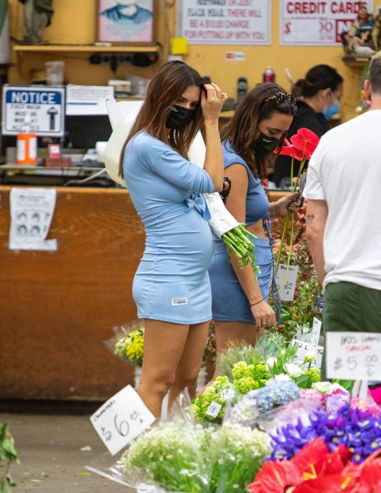 Pregnant Emily Ratajkowski Seen at a flower market in Los Angeles 39