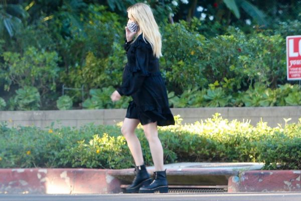 Pregnant Emma Roberts Seen while out in Los Angeles 07