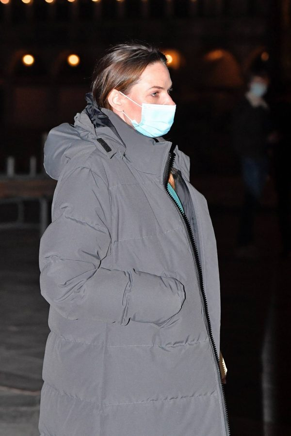 Rebecca Ferguson Filming a night shoot for Mission Impossible 7 in Piazza San Marco 01