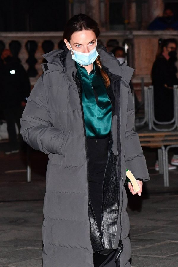 Rebecca Ferguson Filming a night shoot for Mission Impossible 7 in Piazza San Marco 02