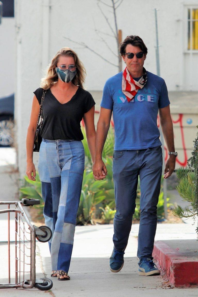 Rebecca Romijn Has a lunch date in Los Angeles 15