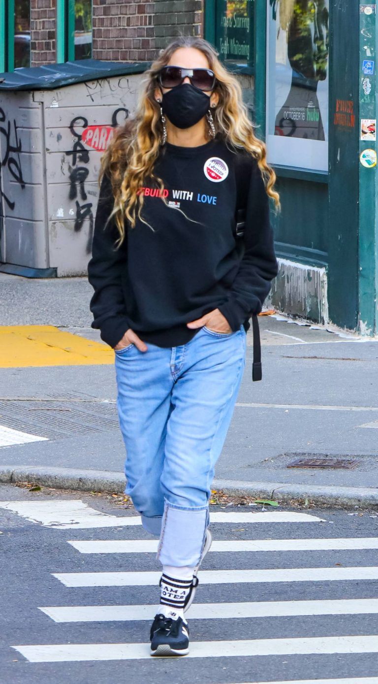 Sarah Jessica Parker Voted at a location in Downtown Manhattan 03