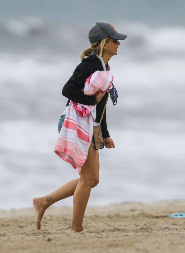 Sarah Michelle Gellar Pictured on the beach in Malibu 03