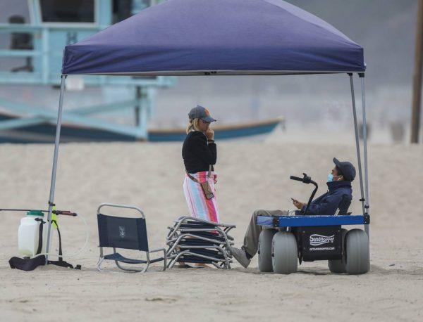 Sarah Michelle Gellar Pictured on the beach in Malibu 07