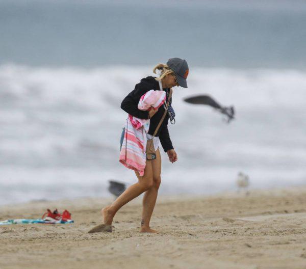 Sarah Michelle Gellar Pictured on the beach in Malibu 11