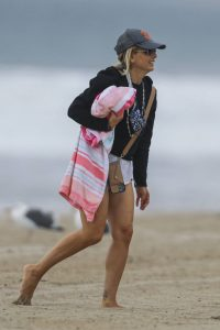 Sarah Michelle Gellar Pictured on the beach in Malibu 12