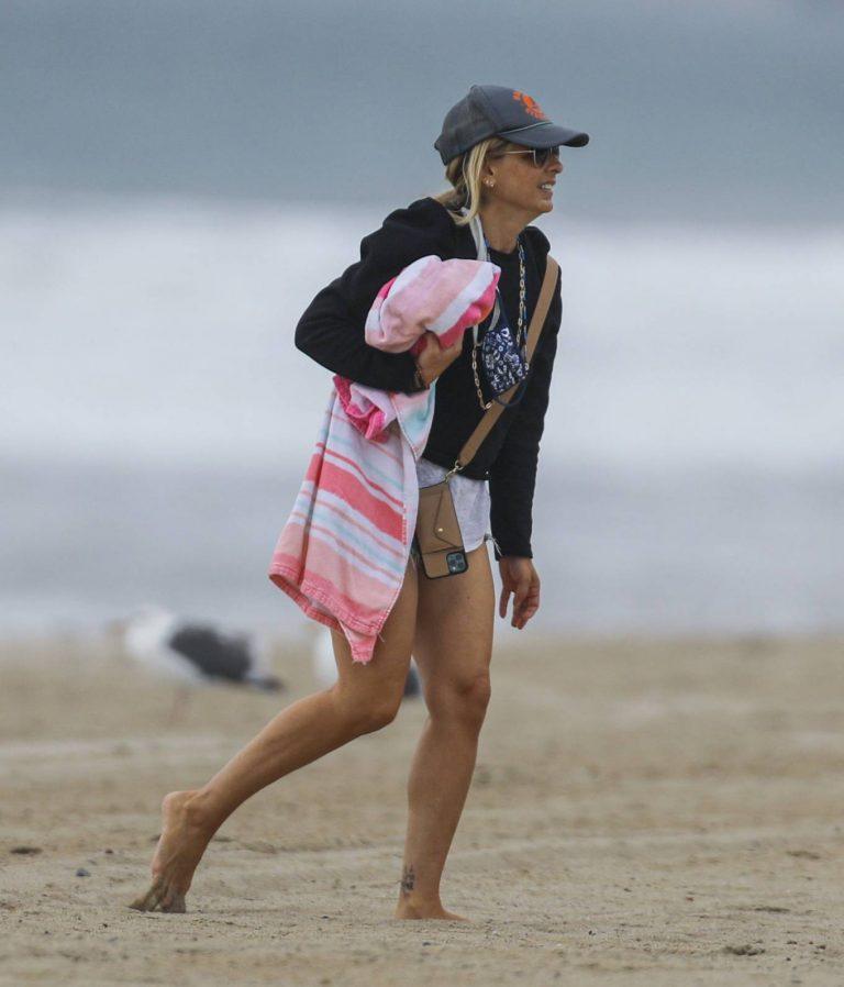 Sarah Michelle Gellar Pictured on the beach in Malibu 12