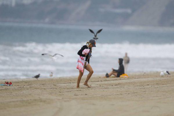 Sarah Michelle Gellar Pictured on the beach in Malibu 27