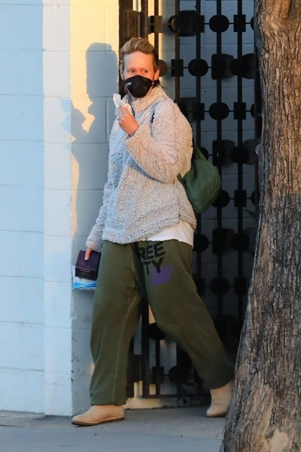Sarah Paulson Seen leaving the Balayage by Nancy Braun hair salon in Beverly Hills 05